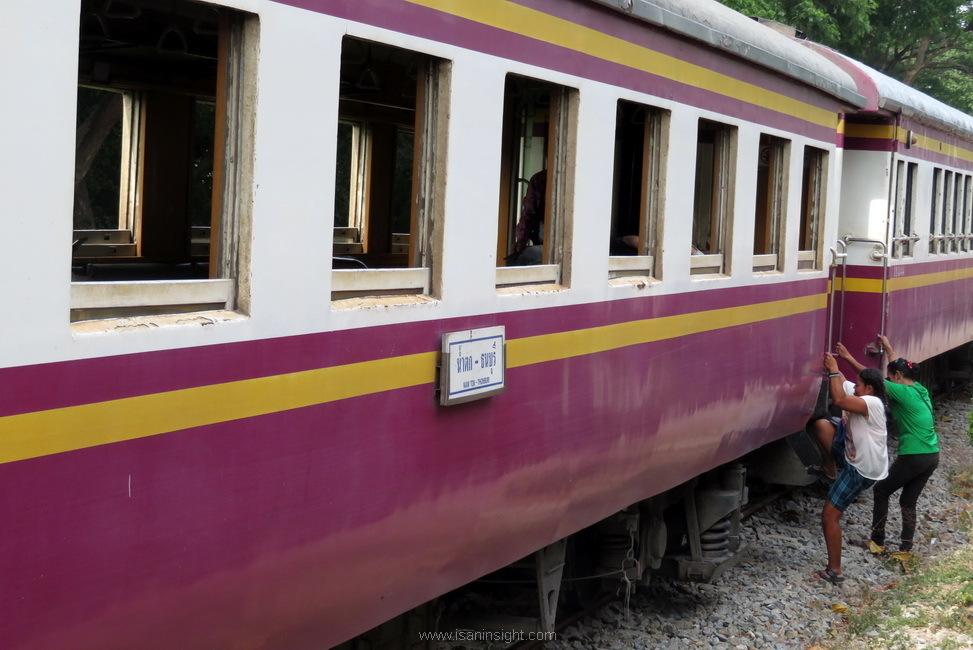 รถไฟ น้ำตก กาญจนบุรี ทองผาภูมิ บ้านอีต่อง เหมืองแร่ปิล๊อก เดินทาง